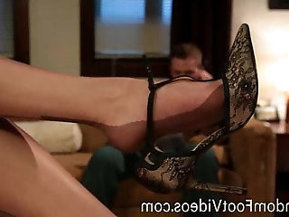 Housewife in stockings gives foot job