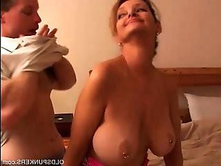 Sexy cougar fucks lucky younger guy